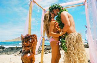 Wedding theme from Hawaii with tiki