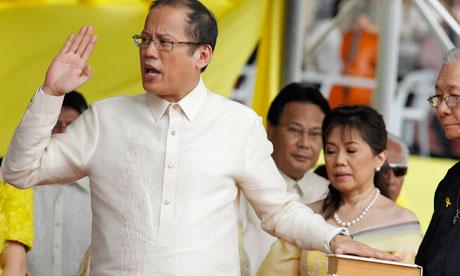 Benigno-Noynoy-Aquino-III-006 swears in
