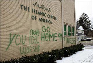 04muslim_graffiti