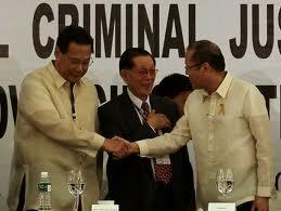 Corona shakes hands with aquino
